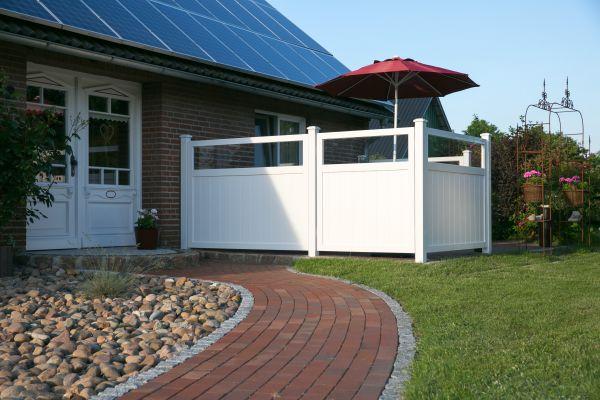 Sichtschutz mit Glasstreifen, senkrechter Füllungsverlauf, weiß, 135x180cm